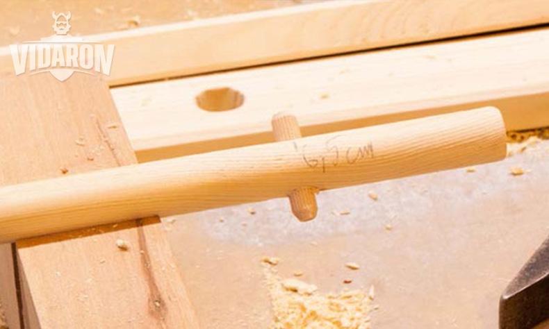 Wałek sosnowy z drewnianym kołkiem